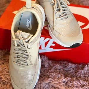 Nike Air Max Thea 9.5